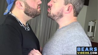 Horny bears Bobbi Gee and Eric Schwanz fuck like crazy